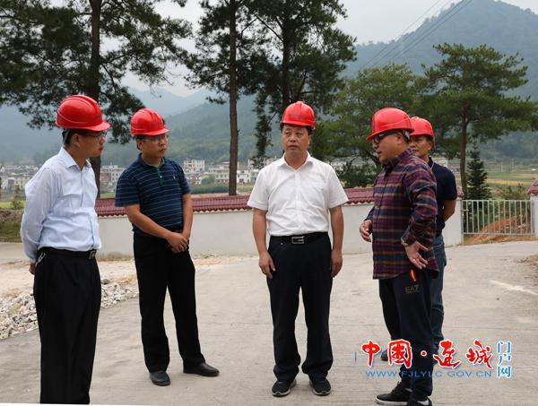 连城县委副书记、代县长詹崇仁到乡镇调研脱贫攻坚工作